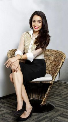 Women S Fashion Express Shipping Indian Bollywood, Bollywood Stars, Bollywood Fashion, Bollywood Images, Bollywood Girls, Pakistani, Shraddha Kapoor Instagram, Shraddha Kapoor Cute, Indian Celebrities