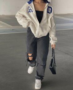 Tomboy Fashion, Teen Fashion Outfits, Retro Outfits, Look Fashion, Streetwear Fashion, Girl Streetwear, Skater Girl Outfits, Skater Girls, Girl Fashion