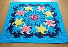 Sea turtle quilt~so cute! Applique Patterns, Applique Quilts, Quilt Patterns, Tropical Quilts, Hawaiian Quilts, Sea Turtle Quilts, Quilting Projects, Sewing Projects, Beach Quilt