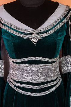 A custom version of our elven maiden dress in green velvet. #DressArtMystery#DressArtMystery #elf_dress_medieval #elven dress #elf_dress #fantasy_costume #fairy_dress #LOTR #lord_of_the_rings #wood_elves #elven_gown #Arwen #medieval #fantasy_dress #larp #long_trail_dress #green_elven_dress #elven_wedding #Bridal_Gown #Galadriel_dress #fairy_wedding_dress #fantasy_wedding