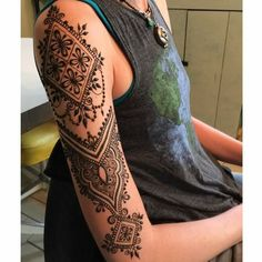 28 Ideas Tattoo Shoulder Mandala Zentangle You are in the right place about tattoo arm bird Henna Tattoo Arm, Henna Tattoo Shoulder, Henna Sleeve, Small Henna Tattoos, Henna Ink, Henna Mehndi, Hand Henna, Sleeve Tattoos, Tattoo Hip