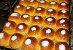 Les Arrufadas sont faites d'une pâte simples à faire. Sont traditionnellement décorées avec du sucre sur le dessus. Sont délicieuses. Essayez!