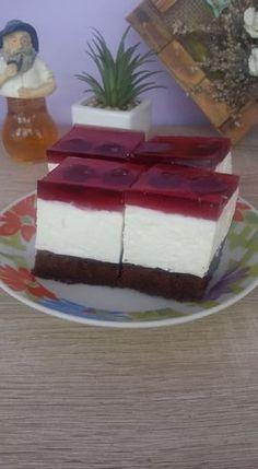 Ha azt gondoltad, hogy te nem tudsz ilyen csodás finomságokat készíteni, próbáld ki ezt a receptet. Annyira ízletes, hogy biztosan családi kedvenc lesz belőle! Hozzávalók Piskóta 10 tojás 180 cukor 6 kanál liszt 2 kanál kakaó 1 cs. sütőpor 60 g ráma margarin. Ebből csinálunk egy piskótát Krém 600 g édes túró 230 ml natúr … Torte Cake, Different Cakes, Hungarian Recipes, Sweet Recipes, Cravings, Cheesecake, Food And Drink, Sweets, Snacks