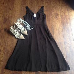 ONE DAY SALE! J. Crew Silk Classy midi Party dress J. Crew Silk chocolate brown classy midi party dress. New with tags!! Size 4. 100% Silk. Lining 100% Polyester. Smoke & pet free home. BUNDLE & SAVE!! Smoke & pet free home. Super fast shipping!!!!! J. Crew Dresses Midi