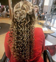 #hairbyshannonkezy #downdo #tightcurls #curls #flower #flowerhair #braid