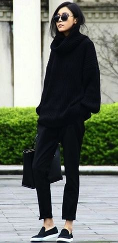 All black outfit / Street style fashion / fashion week week Mode Outfits, Casual Outfits, Fashion Outfits, Womens Fashion, Fashion Ideas, Sneakers Fashion, Winter Outfits, Fashion Sandals, Ladies Fashion