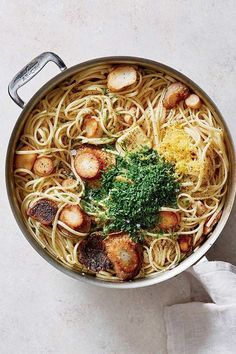 Love replacing scallops with these trumpet mushrooms for an easy vegan swap. Easy skillet linguine with trumpet mushroom 'scallops.' How to Eat Plant-Based Every Night This Week Vegetarian Pasta Recipes, Lunch Recipes, Dinner Recipes, Dinner Ideas, Vegan Recipes, Dinner Entrees, Vegetarian Lunch, Vegan Pasta, Fast Recipes