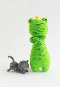 FREE cat pattern can be found here: http://www.lovecrochet.com/independent-designers/?designer_name=43741&a_aid=de0aeb25 You can also find my other amigurumi crochet patterns there, including King Frog! ❤️ #littlebearcrochets #amigurumi