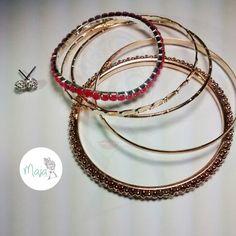 Combo pulseras doradas y pulsera en murano rosa con topos color plata brillantes $8000
