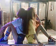 Korean Fashion Trends you can Steal – Designer Fashion Tips Korean Couple, Korean Girl, Asian Girl, Best Friend Pictures, Friend Photos, Korean Best Friends, Poses Photo, Korean Ulzzang, Girl Couple