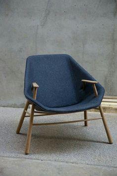 Designer Chair, Chaise Ergonomique, Chaise Bleu, Funky Furniture, Furniture Ideas, Furniture Design, Accent Chairs, Navy Chairs, Love Chair