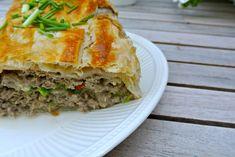 Dit recept voor gehaktbrood met roomkaas, bosui en rode peper is lekker, simpel en redelijk snel te bereiden.