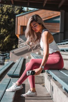 Love to Feel Focused - Designed to minimise distractions and maximise flexibility, these yoga inspired leggings have a no-fuss seam design for zero interference and a flattering 'V' shaped waistband creating a flattering bum-shaping silhouette. Be ready to hit the mat and move freely through your stretches for a truly mindfulness experience.
