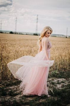 6 Impressive Wedding Images Woman Wearing Pink Empire-waist Dress Standing Beside Wheat Field White Wedding Gowns, Cheap Wedding Dress, Floral Wedding, Wedding Dresses, Wedding Speech Examples, Aperture Photography, Become A Fashion Designer, Gown Photos, Dress Stand