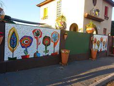 Murales en mosaico Diseño: Fernanda Jaton Dirección: Fernanda Jaton y Christian Pérès Gibaut Mural JUAN - Miramar, Pcia. de Buenos A...