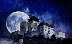 This is so amazing photo of Slovak historic castle in city Trenčín called Trenčiansky hrad/castle 💙💙🌌 photo is by Silvia Bezeková #slovakia #travel #beautifulplaces #visitslovakia #Trencin #historical #castle