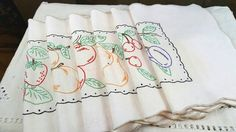 Vintage Linen Place Mats Ivory Linen with by GreenLeavesBoutique