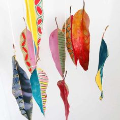 DIY painted leaf craft that is a fun nature craft for kids // hello wonder Source by vjteeter Projects For Kids, Diy For Kids, Crafts For Kids, Art Therapy Projects, Art Projects, Leaf Crafts, Diy And Crafts, Fall Crafts, Diy Holiday Gifts