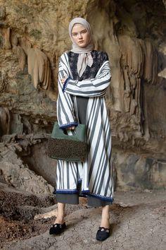 Julitta Stripe Fringe Long Cardi White Outerwear – MY World Abaya Fashion, Muslim Fashion, Modest Fashion, Girl Fashion, Modest Dresses, Modest Outfits, Modest Clothing, Trendy Swimwear, Islamic Clothing