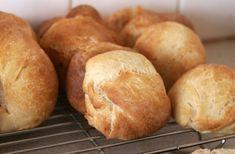 Zsemle Zelleitündi módra – Zellei Tündi lisztkeverékek Family Meals, Hamburger, Bread, Recipes, Brot, Recipies, Baking, Burgers, Breads