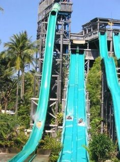 Water Slide at Water Bomb Park di Bali ... click to see full size!