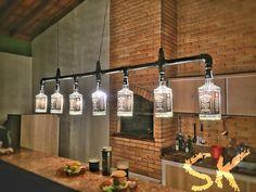 Mais uma! Mais uma! ♻ Lustre Industrial de garrafas Jack Daniel's