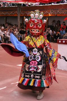 Festivals Of Bhutan That You Should Attend At Least Once 69 Festivals Of India, Festivals Around The World, Indian Festivals, Tibetan Art, Tibetan Buddhism, Ladakh India, Mask Dance, World Festival, People Of The World