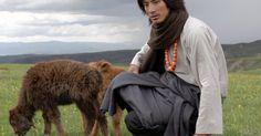 L'envers de la Fashion Week au coeur de l'artisanat avec Arte  ||  À l'occasion de la Fashion Week, Arte présente une série de documentaires  Au fil du monde axés sur la mode de Jill Coulon et Isabelle Dupuy-Chavanat. Première évasion au Tibet le 30 septembre à partir de 13h30 avec Dechen, créatrice de l'atelier de textile Norlha…