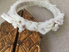 French vintage Delicate white wedding crown, rubon, veil and vintage fabric flowers de la boutique VintagedeFrance sur Etsy