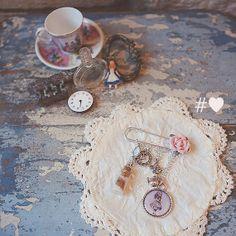 Alice In Wonderland Jewellery Kilt Pin Charm Brooch