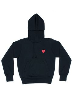 CDG PLAY A classic pullover with an attention to detail evident in the hidden kangaroo pocket. Pullover sweatshirt Hidden kangaroo pocket at the front Drawstrin
