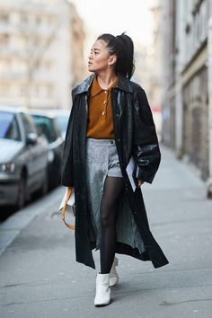 See the looks that caught our attention, and stay tuned for more of Paris Fashion Week's top street style moments. Top Street Style, Street Style Trends, Autumn Street Style, Street Style Women, Street Styles, Spring Fashion Trends, Latest Fashion Trends, Winter Fashion, Estilo Cool