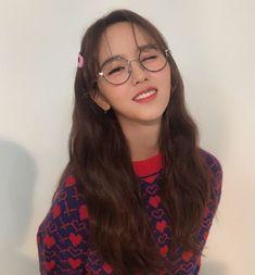 - kim so hyun Child Actresses, Korean Actresses, Korean Actors, Hyun Kim, Kim So Eun, Kim Soo Hyun Instagram, Lets Fight Ghost, Kim Yoo Jung, Girl Artist