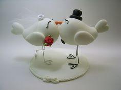 Topo de bolo passarinhos. <br>Feito em biscuit.