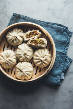 Vegetable Baozi — leave out oyster sauce to make vegan Vegetarian Recipes, Healthy Recipes, Vegetable Recipes, Dim Sum, Chinese Food, Asian Recipes, Food Photography, Food Porn, Food And Drink