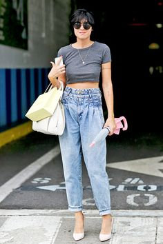 Street style: the crop top http://en.louloumagazine.com/fashion/street-style-the-crop-top / Street style: les hauts écourtés /