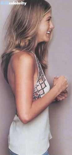 Jennifer Aniston: love her shirt! Wish I knew where to get this!