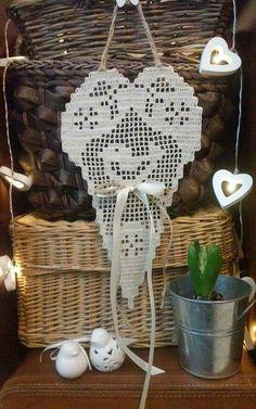 Bordado Popular, Crochet Christmas Decorations, Filet Crochet Charts, Crochet Doilies, Dream Catcher, Tatting, Decorative Plates, Handmade, Diy