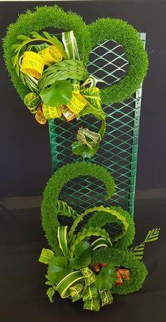 Fall Floral Arrangements, Altar Flowers, Arte Floral, Flower Designs, Rustic Decor, Creative Design, Different Colors, Diy Home Decor, Diy And Crafts