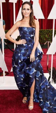 Louise Roe in a navy & white printed Monique Lhuillier gown.