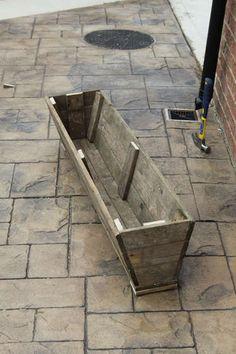 Pallet Furniture Ideas Re Purposing Wood Pallets into 17 Amazing Project Ideas Wood Pallet Planters, Pallet Crates, Old Pallets, Pallet Wood, Tire Planters, Trough Planters, Free Pallets, Pallet Benches, Pallet Tables