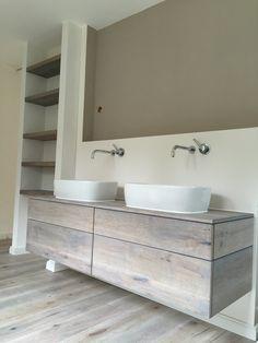 Waschtischunterschrank in Eiche-Massivholz-Vintage-Look mit passendem Regal