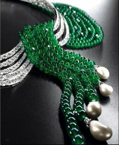 Van Cleef & Arpels Emerald and Pearl necklace ohh maybe in another life..