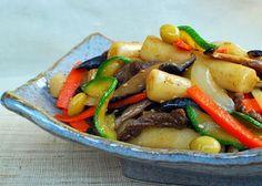 GUNGJUNG TTEOKBOKKI (STIR-FRIED RICE CAKE WITH BEEF AND VEGETABLES) 1 lb garaetteok/tteokbokki tteok, 1 T soy sauce, 1 t sesame oil, 4 oz lean beef like sirloin or rib eye,5 shiitake mushrooms (dried or fresh), 2 t soy sauce, 1 t sesame oil, 1 t sugar, 2 t rice wine (optional),1 clove garlic, pinch pepper,1 carrot, 1/2 sweet onion, 1/2 zucchini, salt and pepper vegetable/canola oil==SAUCE== 2 T Soy sauce, 2 t sugar, 1 t sesame oil, 1 t sesame seeds, 1 garlic clove =====