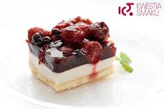 Fruit in red wine jelly with yoghurt cream on a biscuit base (via google translate)