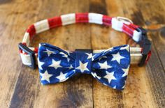 Spiffy Pups American Flag Bow Tie Collar: Well, hello handsome! Don't you look spiffy and patriotic – it's an irresistible combination. Spiffy Pups American Flag Bow Tie Collars are handmade (with love, of course) from 100% cotton fabrics that are picked in small quantities to make sure they are limited and special. These bow ties also feature contoured, quick release buckles for easy on and off and a metal D-ring to hold every charm and ID your heart desires.