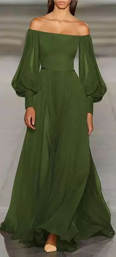 Beautiful Gowns, Beautiful Outfits, Beautiful Women, Look Fashion, Womens Fashion, Fashion Design, Green Fashion, 80s Fashion, Winter Fashion