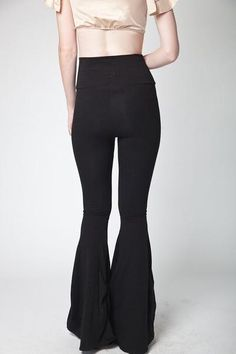 black lycra high waisted flair pants Bell Bottom Pants, Bell Bottoms, Fancy Pants, Flare Pants, Slacks, My Style, How To Wear, Outfit Ideas, Stuff To Buy