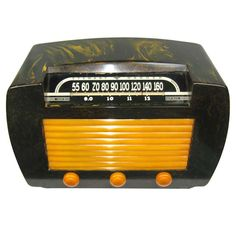 1945 Stewart Warner 62T36 Black Yellow Catalin Bakelite Radio
