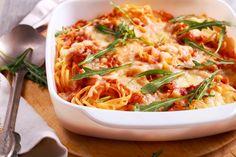 Η πιο λαχταριστή μακαρονάδα γίνεται στο φούρνο -Χωρίς βράσιμο, φέρνει ικανοποίηση σε κάθε ουρανίσκο Fried Mushrooms, Stuffed Mushrooms, Spaghetti Casserole, Pasta Bake, What To Cook, Ground Beef, Bacon, Vegetarian, Dishes